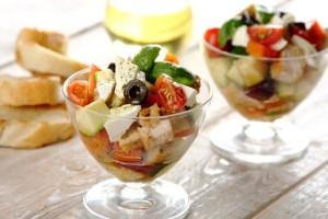 Grecka salatka z kurczakiem