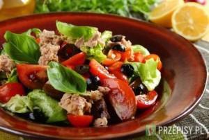 Salatka_z_pomidorow_z_tunczykiem