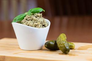 Naturalne Gotowanie - hummus z korniszonami