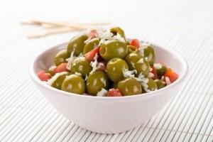Wesola_pomidorowa_marynata_z_zielonymi_hiszpanskimi_oliwkami