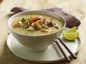 Zupa tajska z owocami morza