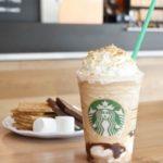 Ciesz się kultowym smakiem amerykańskiego lata!  Przyjdź do Starbucks na nowe Frappuccino – S'mores.
