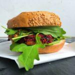 CYKORIA –  burgery z buraków i koziego sera