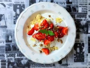 kasza-jaglana-z-truskawkami-i-kremem-waniliowym-1