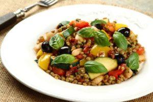 ciepla-salata-warzywna-z-octem-balsamicznym