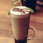 Niezwykłe drinki kawowe i niezwykły ekspres